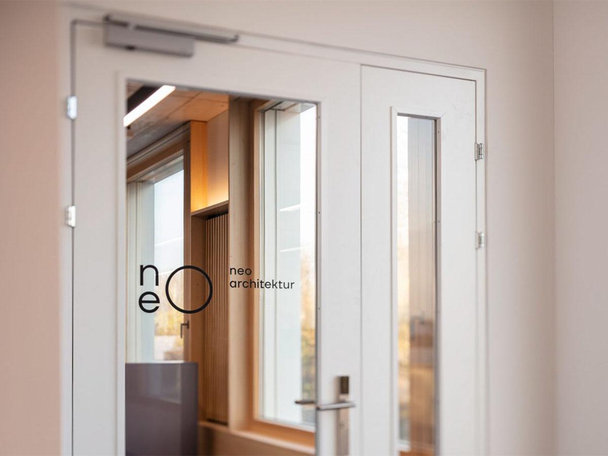 logo-corporate-design-neo-architektur-eingangstür